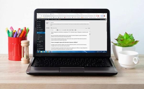 lab top notebook com tela em branco no fundo da mesa do escritorio exibicao de mapeamento conceito de negocios e tecnologia 7190 630 - O que é e o que faz um web Publisher?