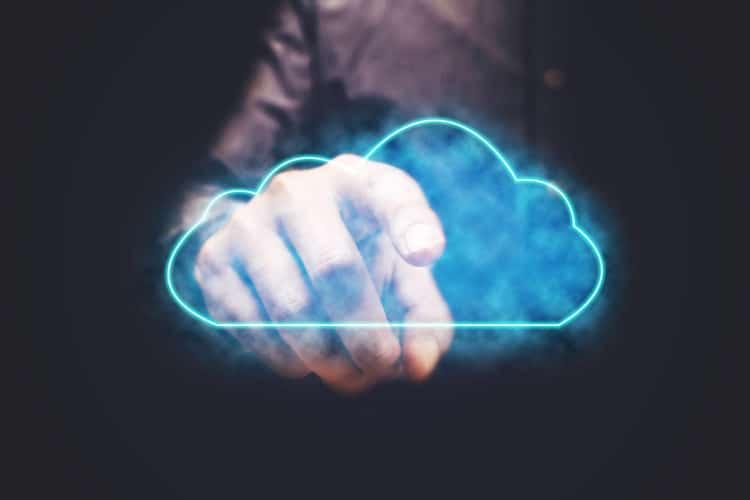 software baseado em nuvem 750x500 - Mas, afinal, o que é um software baseado em nuvem e como ele afeta um negócio?